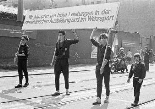 Leipzig, 1. Mai-Demonstration 1986 | Quelle: ABL / M. Dabdoub